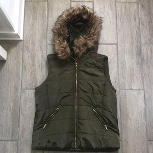 Daytrip Hunter green puffer vest zip up